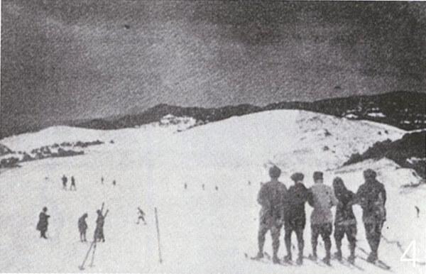 スキーを楽しむ人々(昭和初期)