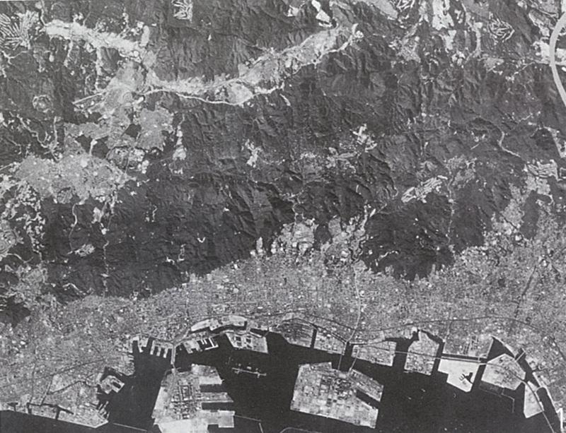 空から見た六甲山系 (資料:六甲砂防事務所)